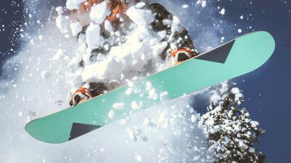 Kar kayağının tabanının düz olması sürtünmeyi azaltır.