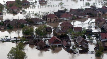 Sel suları altında kalan bir yerleşim alanı